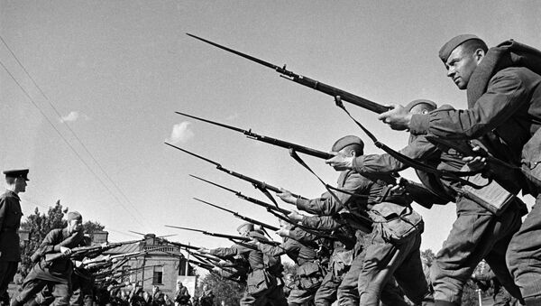 Szkolenie bojowników przed wysłaniem na front. Moskwa, sierpień 1941 roku - Sputnik Polska