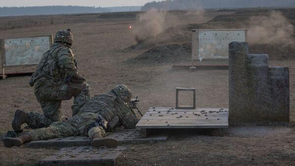 Amerykańscy żołnierze podczas strzelania na poligonie w Polsce. Zdjęcie archiwalne - Sputnik Polska