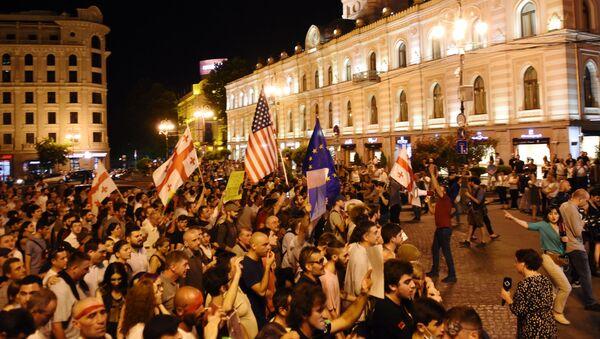 Uczestnicy akcji protestu w Tbilisi - Sputnik Polska