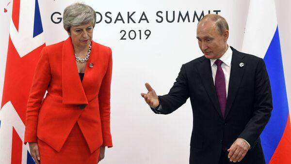 Prezydent Rosji Władimir Putin i premier Wielkiej Brytanii Theresa May na szczycie G20 w Osace. - Sputnik Polska