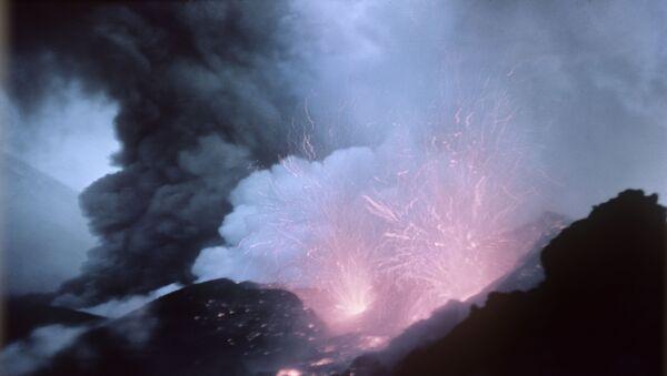 Erupcja wulkanu Kluczewska Sopka - Sputnik Polska