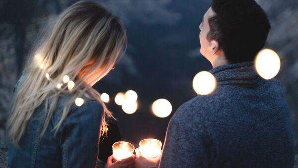 Zakochana para przy świecach - Sputnik Polska