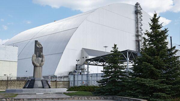 Powłoka ochronna w formie łuku Ukrycie-2, zbudowana nad zniszczonym w wyniku awarii 4. blokiem energetycznym elektrowni atomowej w Czarnobylu - Sputnik Polska