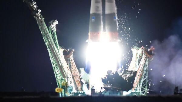 Start rakiety nośnej Sojuz-FG ze statkiem załogowym Sojuz MS-13 z kosmodromu Bajkonur. - Sputnik Polska