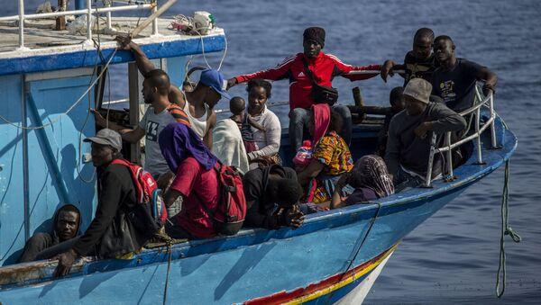 Migranci na Morzu Śródziemnym - Sputnik Polska