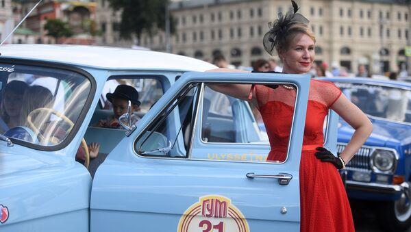 Coroczny wyścig pojazdów zabytkowych GUM-rajd w Moskwie  - Sputnik Polska