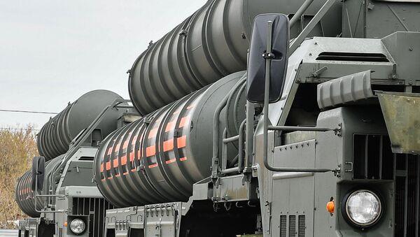 Wyrzutnie rakietowego systemu przeciwlotniczego S-400 Triumf - Sputnik Polska