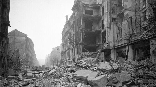 Widok na warszawską ulicę w latach II wojny światowej - Sputnik Polska