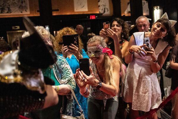 Uczestnicy kociego pokazu mody Algonquin Hotel's Annual Cat Fashion Show w Nowym Jorku - Sputnik Polska