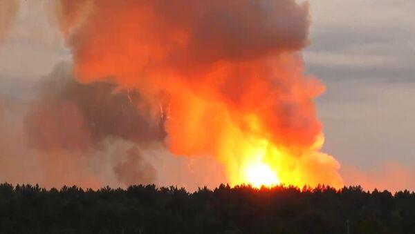 Pożar w magazynie amunicji artyleryjskiej na terytorium jednostki wojskowej w rejonie aczyńskim w Kraju Krasnojarskim - Sputnik Polska
