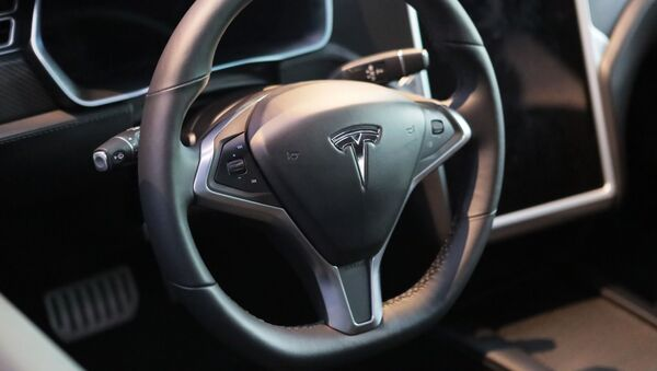 Kierownica samochodu Tesla w salonie Moscow Tesla Club w Moskwie - Sputnik Polska