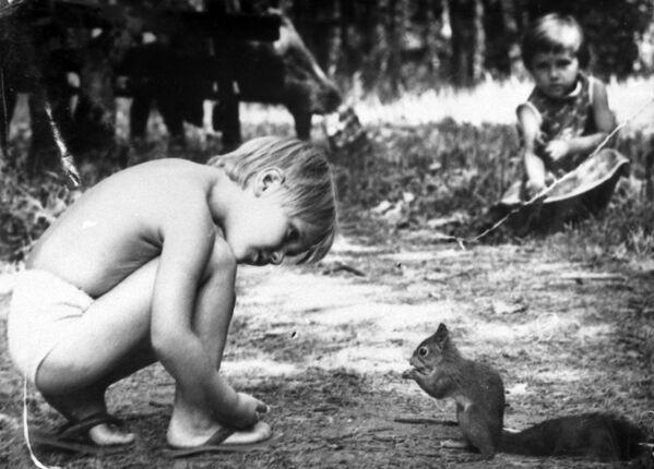 Chłopiec z wiewiórką, Moskwa 1988 rok  - Sputnik Polska