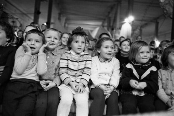 Dzieci w cyrku, Moskwa 1969 rok   - Sputnik Polska