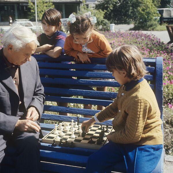 Dzieci grają w szachy, 1973 rok  - Sputnik Polska