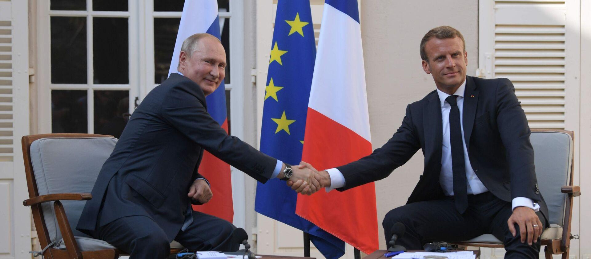 Władimir Putin i Emmanuel Macron podczas spotkania we Francji  - Sputnik Polska, 1920, 17.04.2021