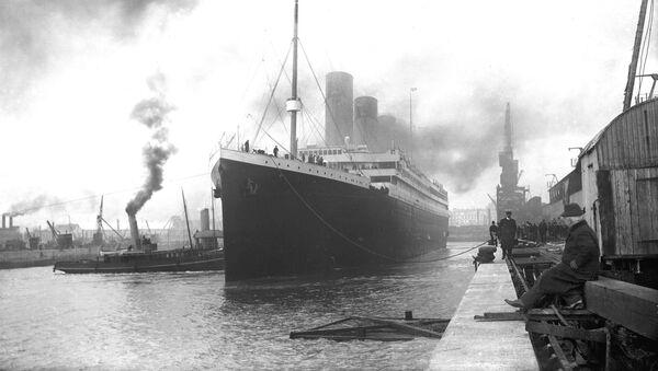 Titanic w doku portu Southampton przed wypłynięciem - Sputnik Polska