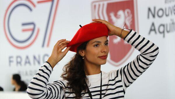 Hostessa Marisol Canavy podczas szczytu G7 we Francji  - Sputnik Polska