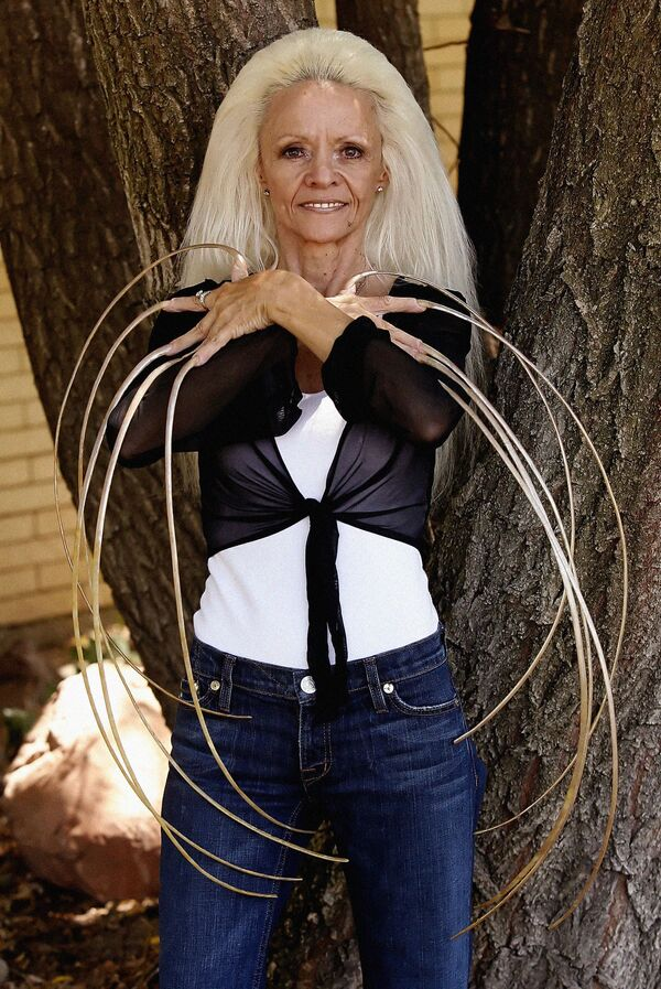 Lee Redmond - kobieta o najdłuższych paznokciach na świecie, 2009 rok  - Sputnik Polska