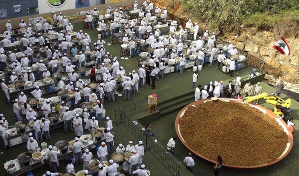 W 2010 roku 300 kucharzy z Libanu przygotowało 10 ton pasty z cieciorki i pięć ton falafela - Sputnik Polska