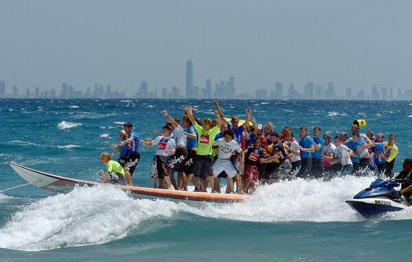 Najdłuższa na świecie deska surfingowa, Australia, 2005 rok - Sputnik Polska