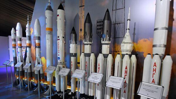 Makiety rosyjskich rakiet na Międzynarodowym Salonie Lotniczym i Kosmicznym MAKS 2019  - Sputnik Polska