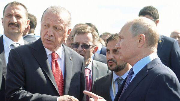 Prezydent Rosji Władimir Putin i prezydent Turcji Recep Tayyip Erdogan podczas wizyty na Międzynarodowym Salonie Kosmicznym MAKS 2019 - Sputnik Polska