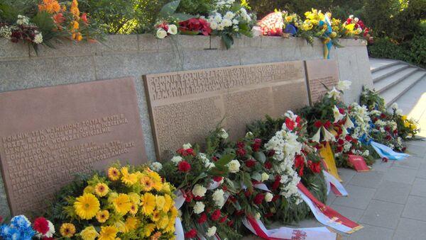 Pomnik ku czci polskich żołnierzy i niemieckich antyfaszystów w Berlinie - Sputnik Polska
