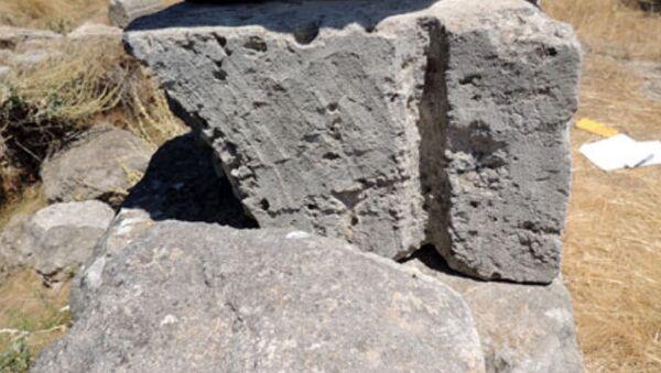 Kamienne bloki ze śwątyni Posejdona w Isthmii, niedaleko Koryntu, ze śladami nietypowej metody podnoszenia - Sputnik Polska