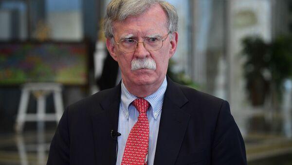 Doradca prezydenta USA ds. bezpieczeństwa narodowego John Bolton rozmawia z dziennikarzami w Mińsku po spotkaniu z prezydentem Białorusi Ałaksandrem Łukaszenką - Sputnik Polska