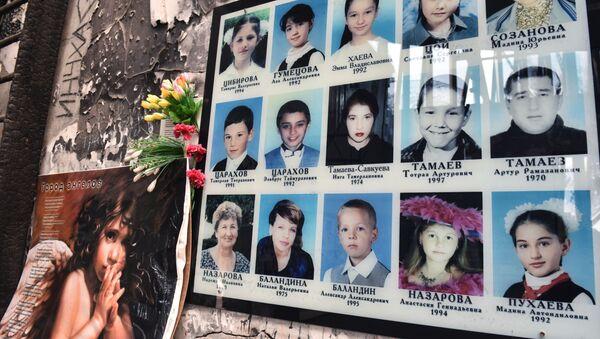 Tablica memorialna w szkole w Biesłanie - Sputnik Polska