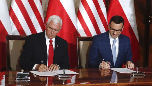 Premier Polski Mateusz Morawiecki i wiceprezydent USA Mike Pence - Sputnik Polska