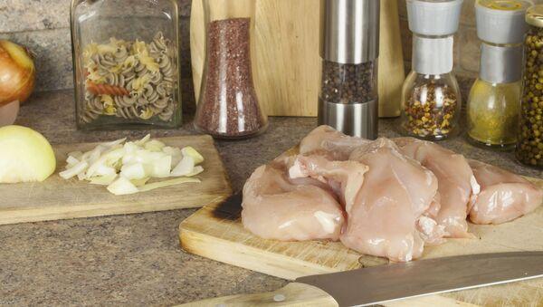 Przygotowanie kurczaka - Sputnik Polska