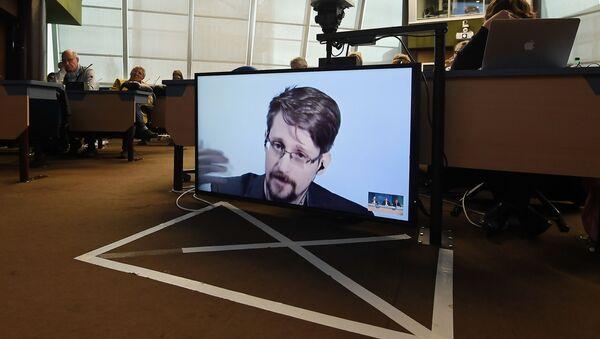 Były pracownik CIA i NSA Edward Snowden - Sputnik Polska