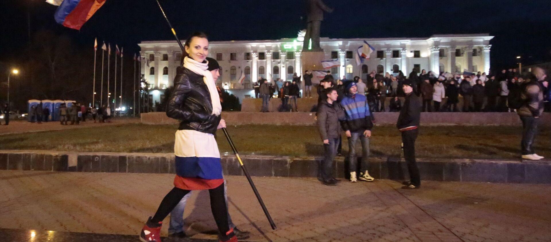 Mieszkańcy Symferopola na placu Lenina w centrum miasta w oczekiwaniu na ogłoszenie wyników referendum w sprawie statusu Krymu - Sputnik Polska, 1920, 16.03.2021