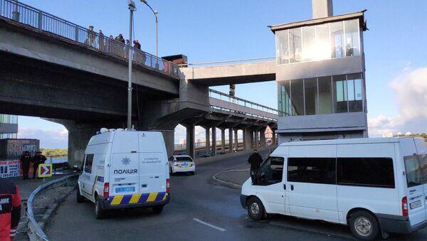 W Kijowie mężczyzna grozi wysadzeniem mostu - Sputnik Polska