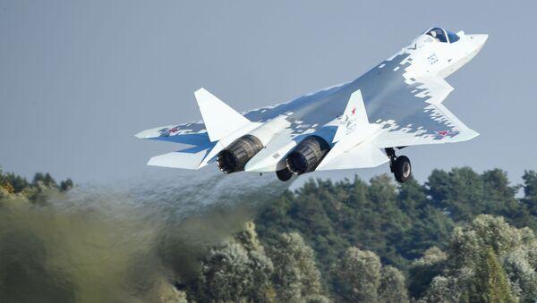 Myśliwce piątej generacji Su-57 w locie na Międzynarodowych Targach Lotniczych i Kosmicznych MAKS-2019 - Sputnik Polska