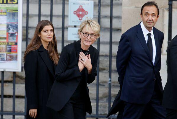 Claude Chirac, córka byłego prezydenta Francji Jacquesa Chiraca, przybywa do kościoła Saint-Sulpice na ceremonię pogrzebową  - Sputnik Polska