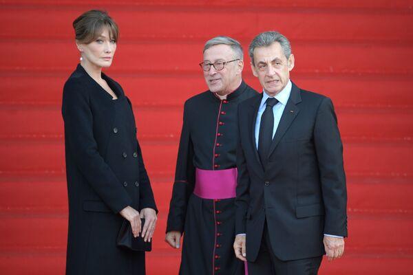 Były prezydent Francji Nicolas Sarkozy z żoną na ceremonii pogrzebowej Jacquesa Chiraca  - Sputnik Polska