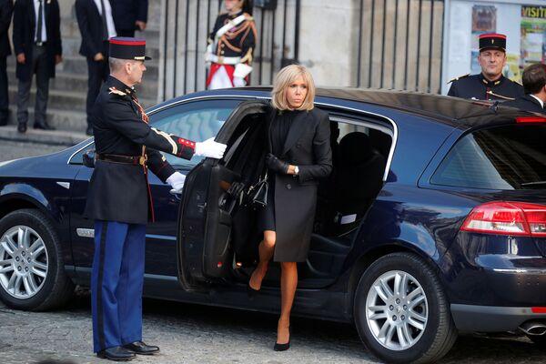 Brigitte Macron przybyła na uroczystości pogrzebowe byłego prezydenta Francji - Sputnik Polska