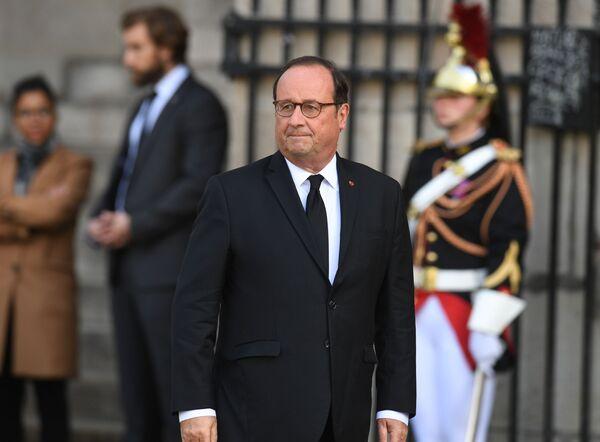 Były prezydent Francji Francois Hollande przed ceremonią pogrzebową Jacquesa Chiraca  - Sputnik Polska