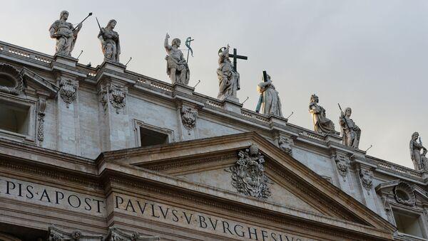 Posągi na Bazylice Świętego Piotra w Watykanie  - Sputnik Polska