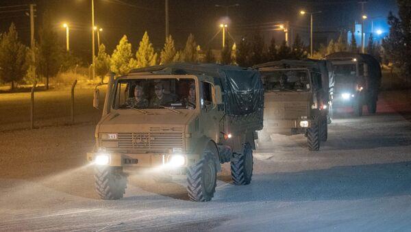 Tureckie pojazdy opancerzone na granicy syryjskiej - Sputnik Polska