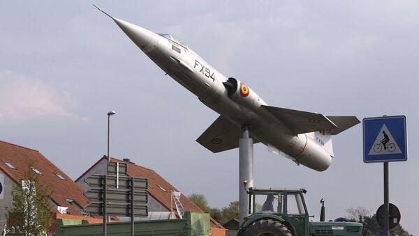 Myśliwiec zdolny do przenoszenia broni jądrowej w Grote-Brogel, Belgia.  - Sputnik Polska