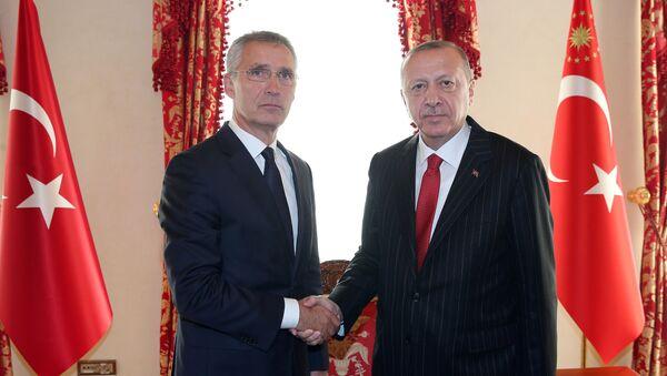Sekretarz generalny NATO Jens Stoltenberg i prezydent Turcji Recep Tayyip Erdoğan na spotkaniu w Stambule. - Sputnik Polska