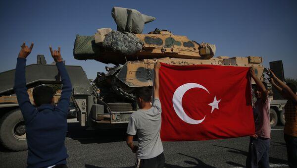 Tureckie czołgi zmierzają w kierunku granicy z Syrią - Sputnik Polska