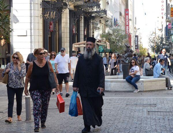 Ludzie na ulicy Ermou w Atenach  - Sputnik Polska