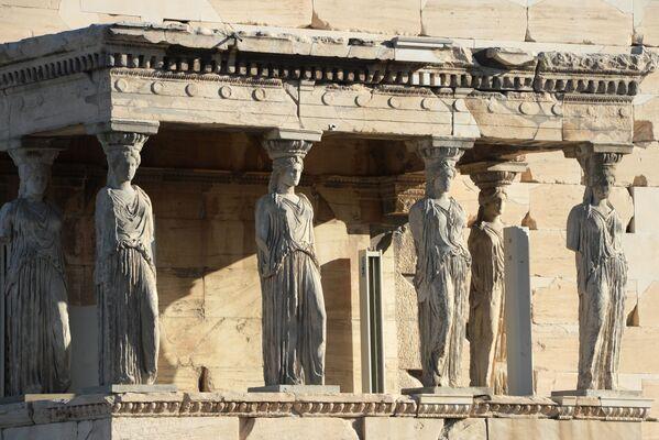 Południowa strona świątyni Erechtheion, zbudowana na ateńskim Akropolu - Sputnik Polska