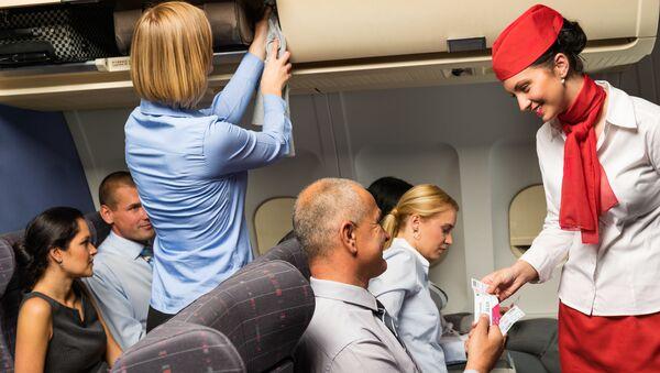 Stewardesa samolot napiwki - Sputnik Polska