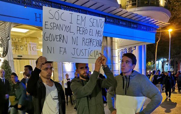 Uczestnicy protestu w Barcelonie - Sputnik Polska