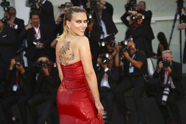 Amerykańska aktorka Scarlett Johansson na premierze filmu Marriage Story w Wenecji   - Sputnik Polska